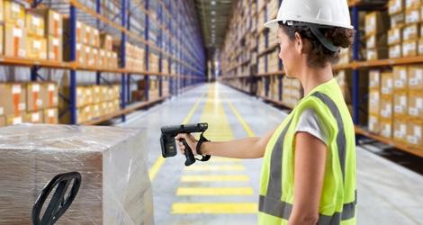 manufacturing-woman-scanning